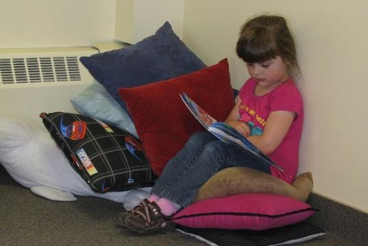 Arielle, une jeune lectrice - Photo : Edith Martel